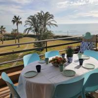 Gava Mar- Castelldefels Beachfront Apartment- Direct access to the beach, hotel in Gavà