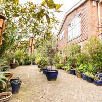 Luxury 3BDR house w/private garden&stunning views