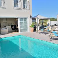Detached villa for 4 persons, private pool, stylish interior, restaurant 100 m