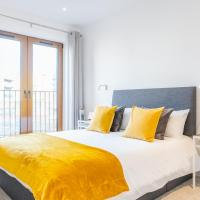 Luxury 2 bed 2 bath apartment St Albans, 5 mins walk to train & allocated parking