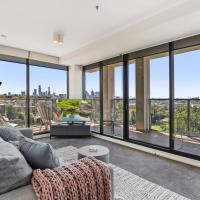 Spacious and Sunny Modern Apartment with City View