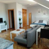 AIRPORT/IFEMA Estudio en Barajas, hotel in Madrid