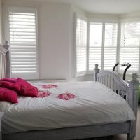 Bright bedroom/Private BA