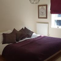 Lovely En Suite Room in Stylish, Artistic Townhouse