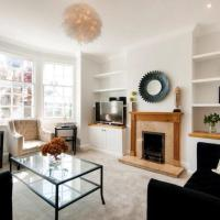Modern Family Home in London Close to Amenities and Train