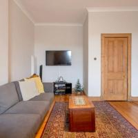 Spacious Traditional 3 Bedroom Flat in New Town
