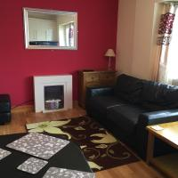 Ground floor 2 bed apartment in central location with private access to 7 miles of sandy beach (sleeps 4)