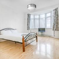 Lovely Airy Spacious Rooms Just 20 Minutes to Central London