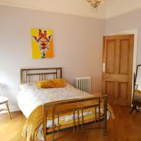 Double Room Victorian Townhouse - Town Centre - Homestay shared accom