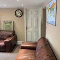 Cosy clean ground floor flat close to town centre.