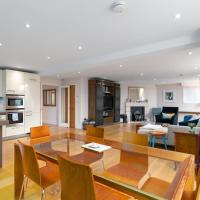 Spacious Apartment in Clapham Town by GuestReady