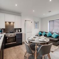 Elegant & Modern Recently Refurbished 4 Bedroom Apartment- Sleeps 6