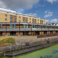 Holiday Inn London Brentford Lock, hotel in Brentford