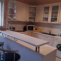 Pokoje v prostorném bytě, vlastní koupelna,plně vybavená kuchyň,parkování,wifi