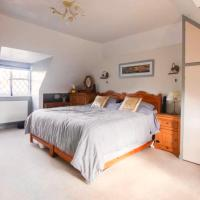 Spacious King Room with private bathroom