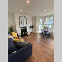 CONTEMPORARY, STYLISH, HASTINGS PRIME LOCATION, SLEEPS 8
