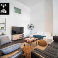NEWTOWN - Large Stylish 2 Bedroom OASIS fits 8 PEOPLE - Free Netflix, Fast Wi-Fi