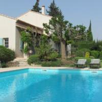 Les Baux de Provence Villa Sleeps 8 with Pool