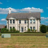 Lavish Holiday Home in Worcestershire with Jacuzzi
