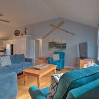 Quiet Cottage with Deck - 4Mi to Beach and Shops!, hotel near Martha's Vineyard Airport - MVY, Edgartown