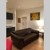 Lovely modern apartment sleeps 8