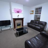 Simplistic Holiday Home in Coventry with Garden