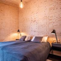 Aska, Modern Cabin