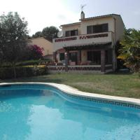 Villa with 4 bedrooms and private pool.
