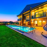 Ovacik Villa Sleeps 8 with Pool Air Con and WiFi
