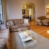 Modern, Chic, 3b/2ba flat, patio, Continental Breakfast inc. We disinfect after routine cleaning.