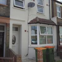 Tasteful 3 Bed House next to London City Airport E16