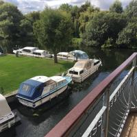Waterfront House In The Heart Of St Neots
