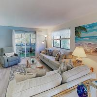 New Listing! Updated Condo w/ Pools, Walk to Waves condo