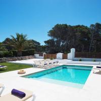 Cala Morell Villa Sleeps 9 Pool Air Con WiFi