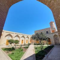 madrasah Polvon-Qori boutique