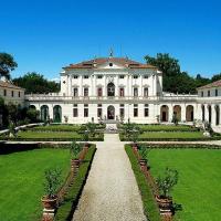 Piombino Dese Villa Sleeps 8 Pool Air Con WiFi