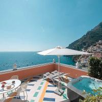 Positano Holiday Home Sleeps 4 with Pool and Air Con