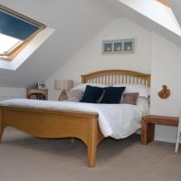 Charls, Sleeps 6, near Rest Bay and Royal golf club, Dog friendly in Porthcawl