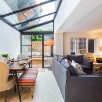 Quiet Classical/Modern Designer Garden Flat