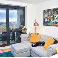 Modern 2BR top floor flat w Arthur's Seat views