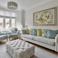 Modern apartment on the edge of Bishops Park