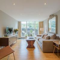 Elegant 1-BR flat w/balcony in vibrant Greenwich
