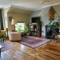 Spacious sunny flat in leafy street