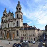 Le XIII Montesquieu, à 90 mètres de la place Stanislas .