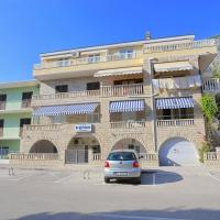 Apartments with a parking space Makarska - 18324