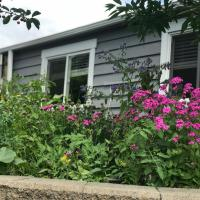 Private Guesthouse near Beach Mountains Ski Hills and Downtown Vancouver
