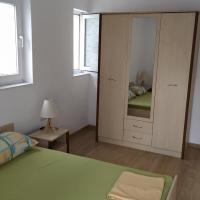 Касиопея Тристаен Апартамент с Френски Прозорци