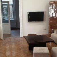 Heart of Old Center Renovated Bright Apartment