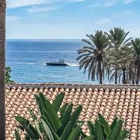 Penthouse with sea views Puente Romano Marbella