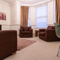 Cozy 3 Bedroom Apartment in Kew Gardens, Hotel in London